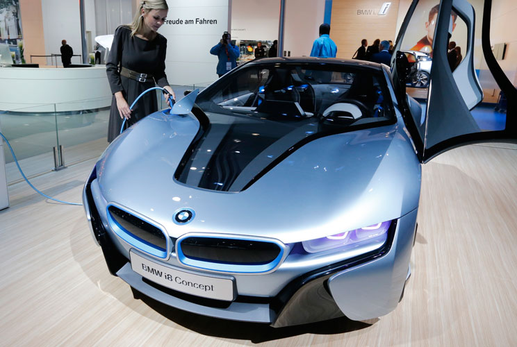 {ACD4C015-6750-46AB-BB1A-079449235A62}08222012_cars_bmwi_slideshow